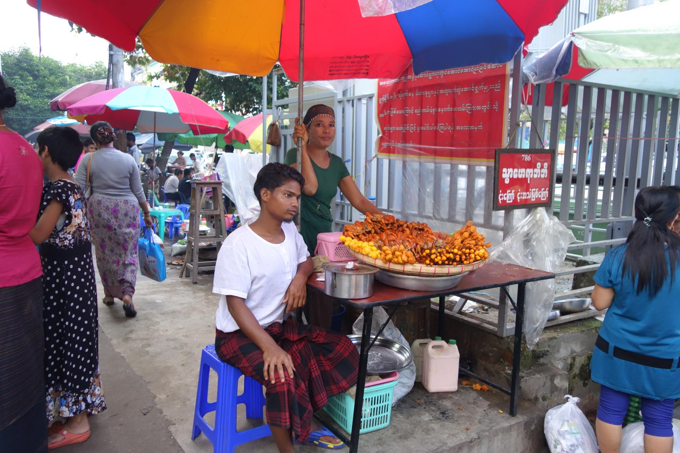 ヤンゴンの謎屋台